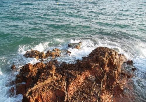Ofertas hoteleras de Salou - Rocas y mar