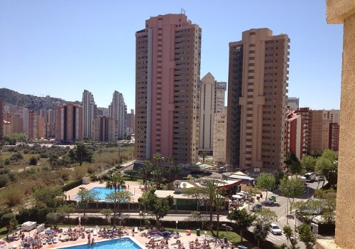 Oferta Hotelera Benidorm - Piscina y edificio