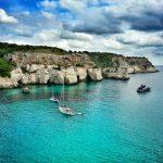 Descuentos de Hoteles para Menorca - Cala con veleros